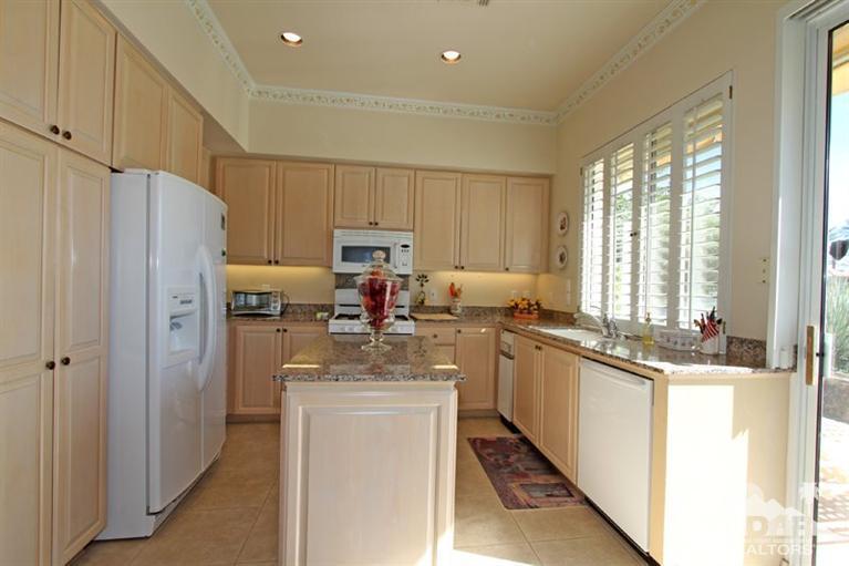 Kitchen_501 Falcon View, Palm Desert